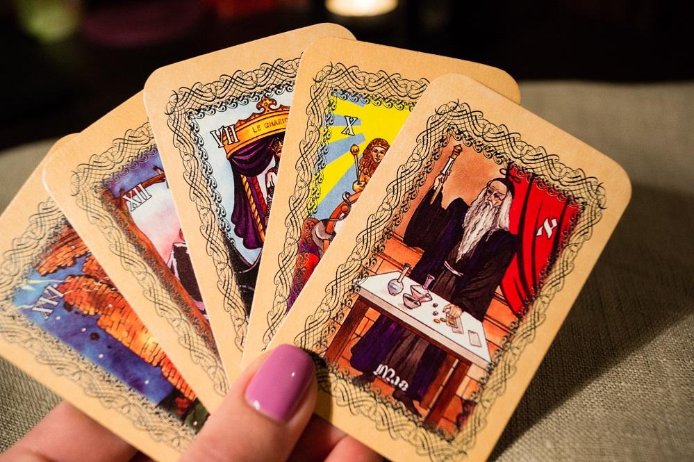Как гадать на картах Таро выбор колоды правила гадания расклады на ситуацию любовь будущее