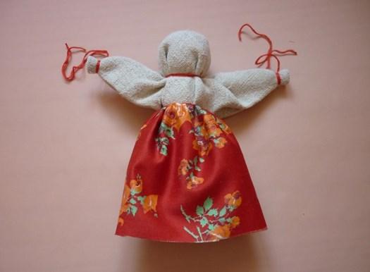 маленькая кукла талисман
