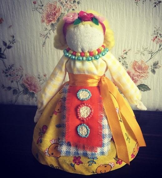 оберег кукла в желтом