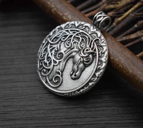 талисман в виде лошади